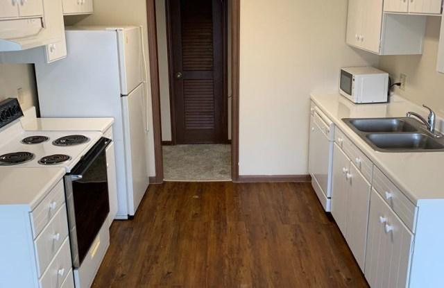 Bristol Square Apartments - 3110 1/2 N 97th Street, Omaha, NE 68134