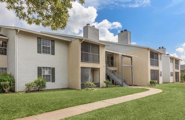 Moncler Huntington - 3333 Monument Rd, Jacksonville, FL 32225
