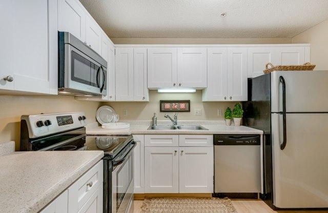 Highland Ridge Apartments - 2285 Stewart Ave, St. Paul, MN 55116
