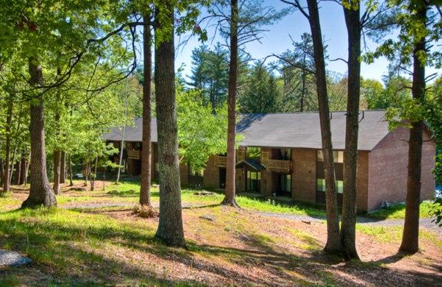 Hilltop by Princeton - 1 Hampshire Dr, Nashua, NH 03063