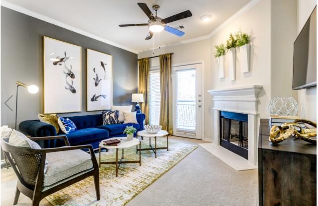 La Villita Apartment Homes - 6727 Deseo, Irving, TX 75039