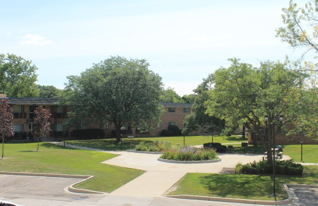 French Quarter Apartments - 9707 W National Ave, West Allis, WI 53227