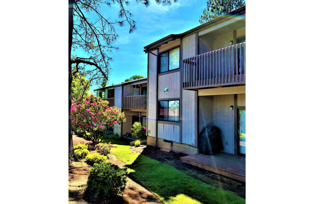 Hilltop Apartments - 11835 Southwest Ridgecrest Drive, Beaverton, OR 97008