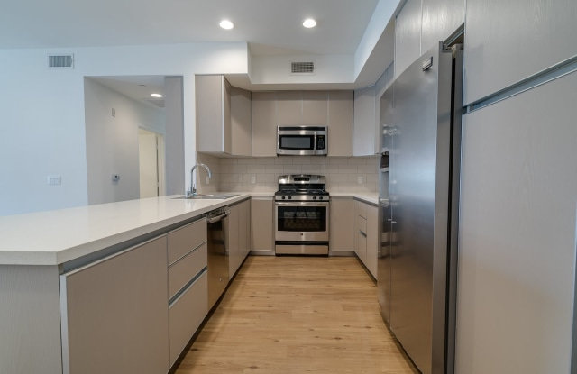 Sepulveda Oaks Apartments - 5308 North Sepulveda Boulevard, Los Angeles, CA 91403