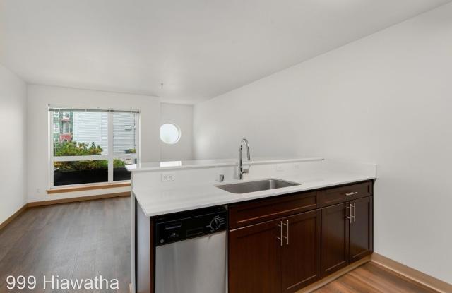999 Hiawatha - 999 Hiawatha Pl S, Seattle, WA 98144
