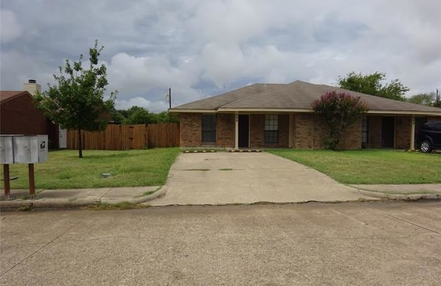 542 Bluebird Lane - 542 Bluebird Ln, Red Oak, TX 75154