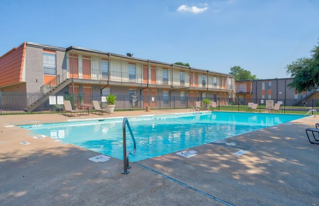 Bear Creek Apartments - 605 Del Paso St, Euless, TX 76040