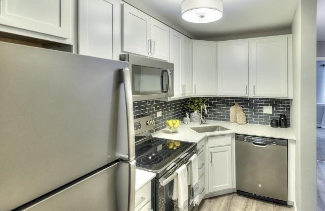 Eagle Creek Apartments - 1130 S Williams St, Westmont, IL 60559