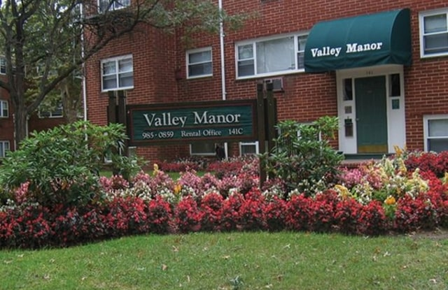 Valley Manor - 131 Marina Dr, Middlesex County, NJ 08817