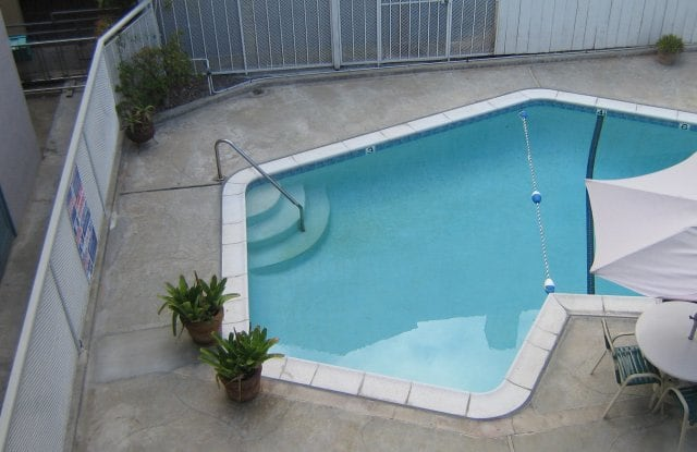 Hilltop Terrace - 325 Arbor Dr, San Diego, CA 92103