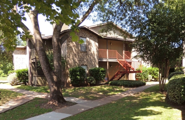 Sommerset Apartments - 7820 Millicent Way, Shreveport, LA 71105