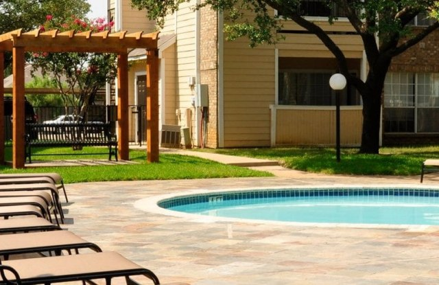 Oaks Of Arlington - 2100 Ascension Blvd, Arlington, TX 76006