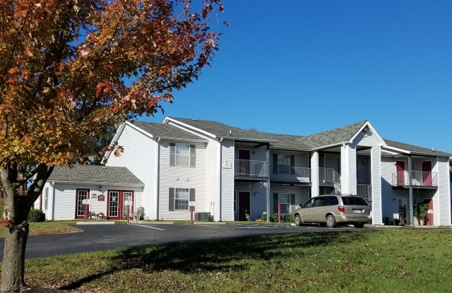 Parkford Apartments - 104 White Boulevard, Iola, KS 66749