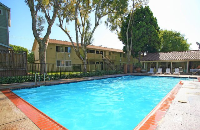Almaden Terrace Apartment Homes - 2118 Canoas Garden Ave, San Jose, CA 95125