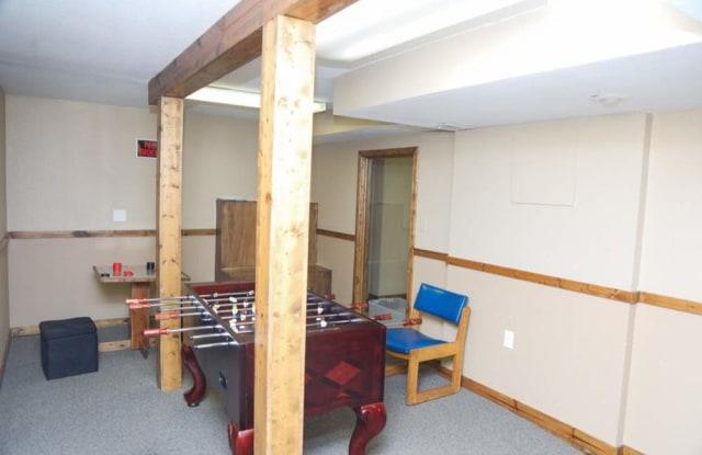Maple Estates North - 920 Northeast Ridgeview Drive, Lee's Summit, MO 64086
