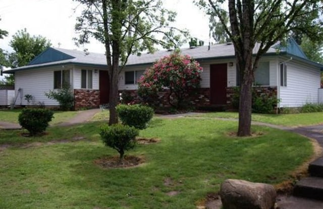 Berryhill Park Apartments - 13945 S Beavercreek, Oregon City, OR 97045
