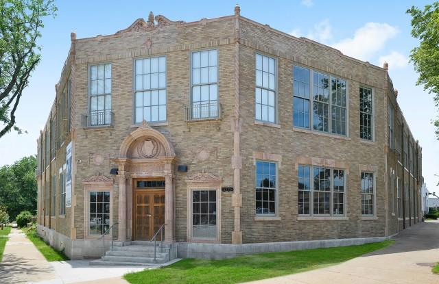 The Acme Apartments - 3200 Gillham Road, Kansas City, MO 64109