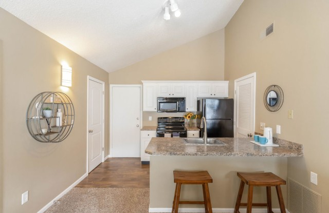 Pinegate West - 6530 Barton Cir, Shawnee, KS 66203