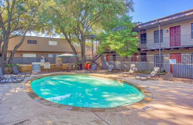 Villas at Monterey - 15534 El Estado Dr, Dallas, TX 75248