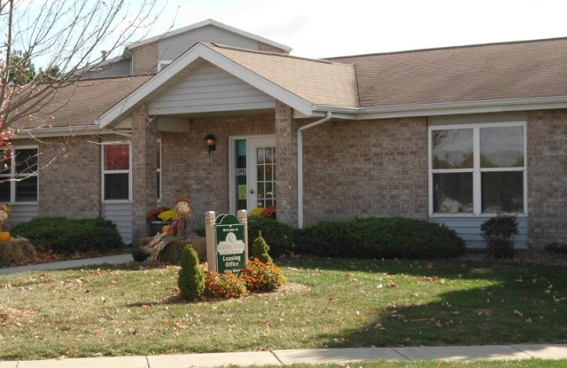 Carriage Green - 1280 N Dora Ln, Plymouth, IN 46563