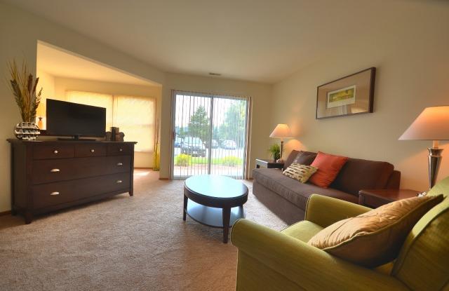 Willow Creek Apartments - 2420 Parklawn Dr, Waukesha, WI 53186