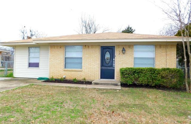 921 N 7th Street - 921 North 7th Street, Sanger, TX 76266