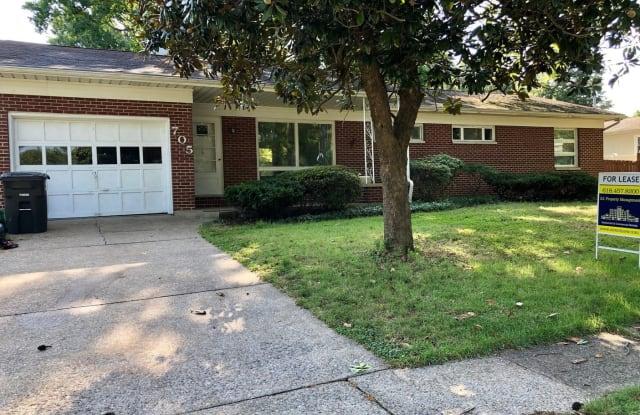 705 S. Dixon - 705 South Dixon Avenue, Carbondale, IL 62901