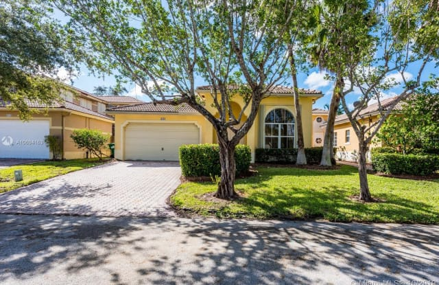 9108 SW 161st Ter - 9108 Southwest 161st Terrace, Palmetto Bay, FL 33157