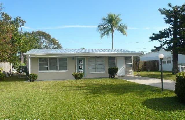 1570 4th Ave - 1570 4th Avenue, Vero Beach South, FL 32960