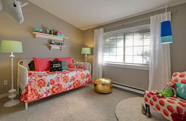 The Row Townhomes - 4249 129th Pl SE, Bellevue, WA 98006