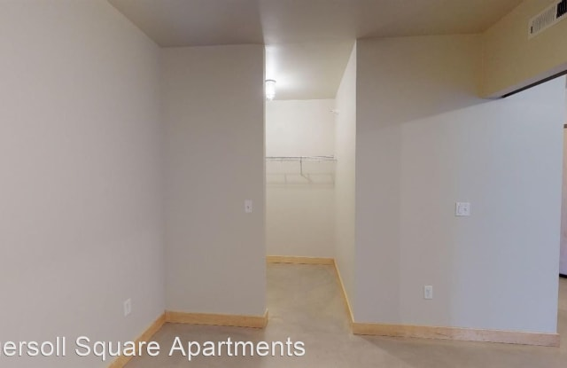 Ingersoll Square - 1900 High Street, #C303, Des Moines, IA 50309