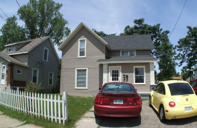 825 Evergreen St SE - 825 Evergreen Street Southeast, Grand Rapids, MI 49507