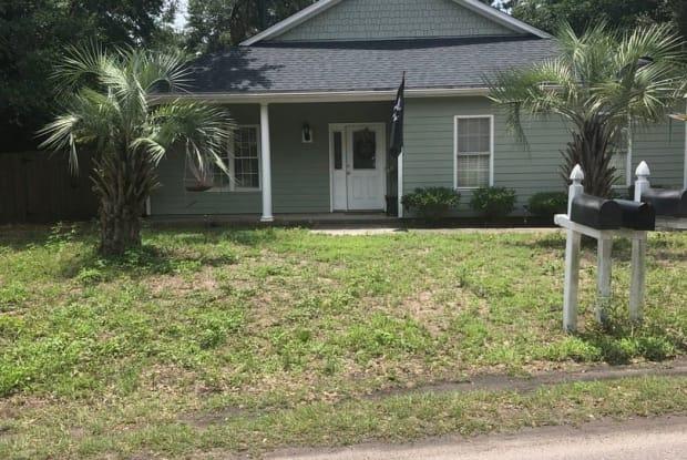 531 Spencer Farlow Rd - 531 Spencer-Farlow Drive, Carolina Beach, NC 28428
