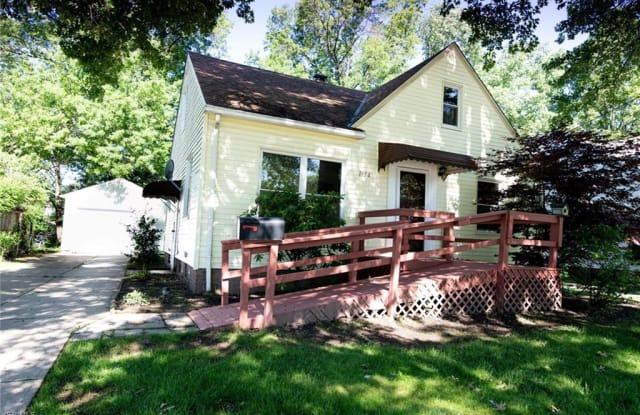1186 Sunset Rd - 1186 Sunset Road, Mayfield Heights, OH 44124