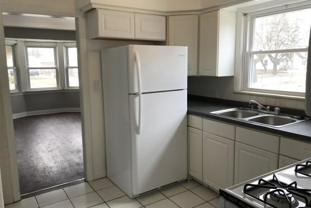 370 West Bernhard Avenue - 370 West Bernhard Avenue, Hazel Park, MI 48030