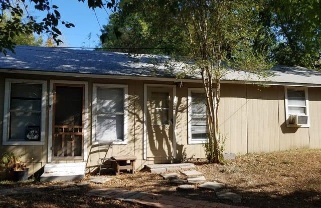 1015 W Mistletoe Ave - 1015 West Mistletoe Avenue, San Antonio, TX 78201