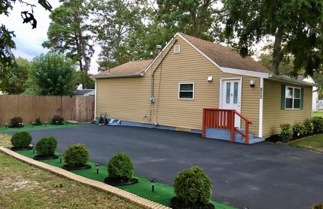 805 Southampton Boulevard - 805 Southampton Boulevard, Pine Lake Park, NJ 08757