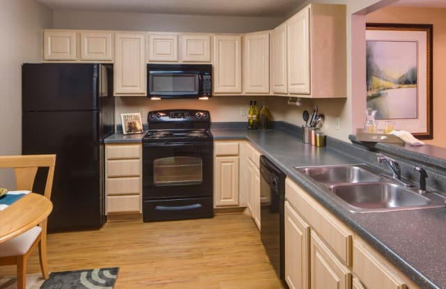 Stonehill Apartments - 3501 Xenium Ln N, Plymouth, MN 55441