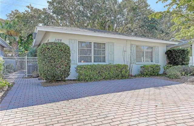 1128 S MOONMIST COURT - 1128 South Moonmist Court, Siesta Key, FL 34242