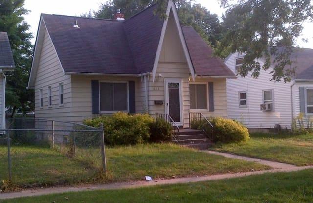 688 E Mansfield Ave - 688 East Mansfield Avenue, Pontiac, MI 48340