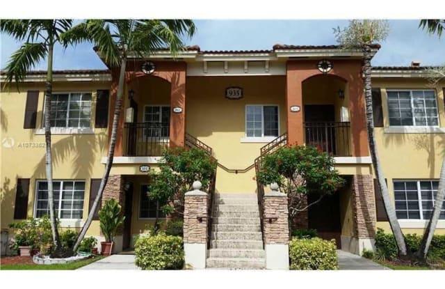 935 NE 33rd Ter - 935 Northeast 33rd Terrace, Homestead, FL 33033