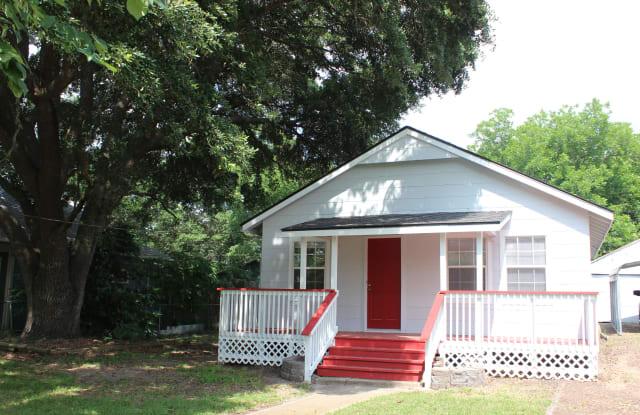 946 South Masonic Street - 946 South Masonic Street, Bellville, TX 77418