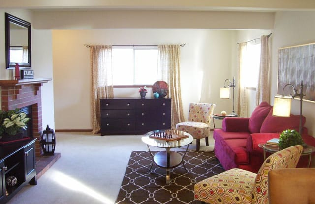 Brookfield Village - 2536 SW Brandywine Ln, Topeka, KS 66614