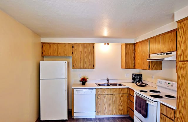 Sequoia Apartments - 460 Lindale Drive, Springfield, OR 97477
