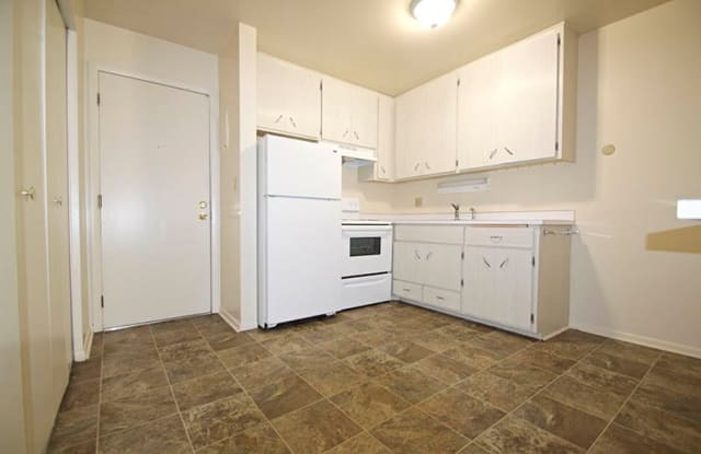 L and O - 215 Dunlap St S, St. Paul, MN 55105