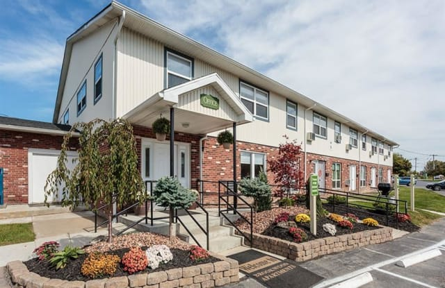 Brookwood on the Green - 6 Avon Pkwy, Liverpool, NY 13090