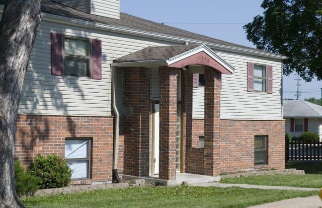 Deer Run Apartments - 13615 White Avenue, Grandview, MO 64030