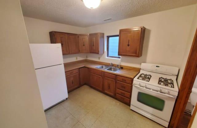 1304 Geil Ave - 1304 Geil Avenue, Des Moines, IA 50315