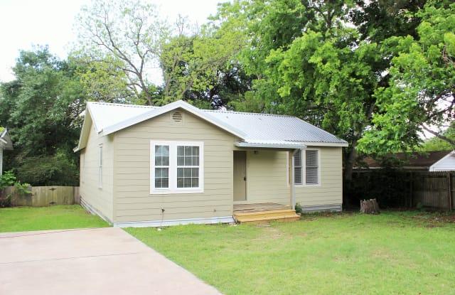 902 Thiel - 902 Thiel Street, Brenham, TX 77833