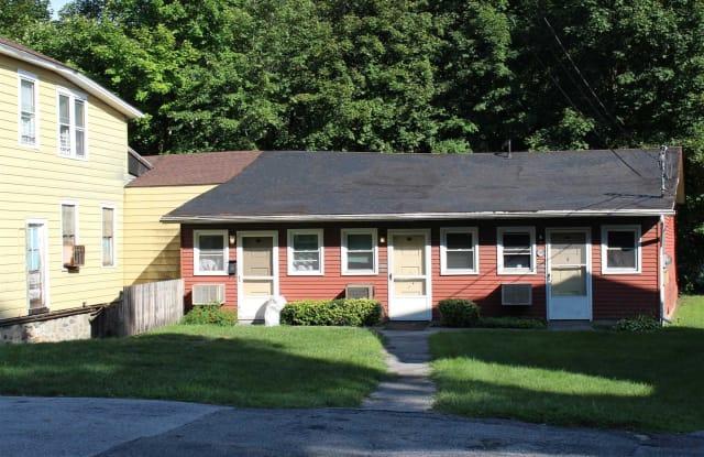 28 VINEYARD AVE - 28 Vineyard Avenue, Highland, NY 12528